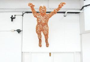 Overwinnaar, 2009, hxbxd=200x50x40 cm, gaas en kunstbont